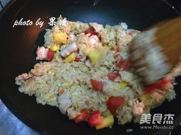 菠萝焗海鲜饭怎么煸