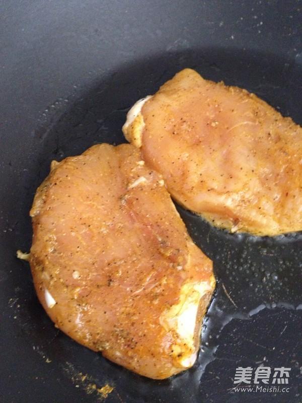 黑椒煎鸡胸肉的简单做法