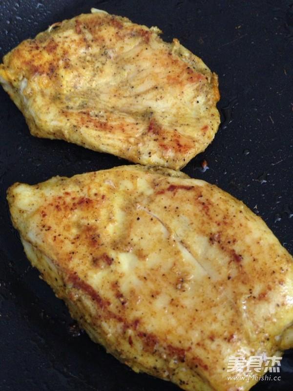 黑椒煎鸡胸肉怎么吃