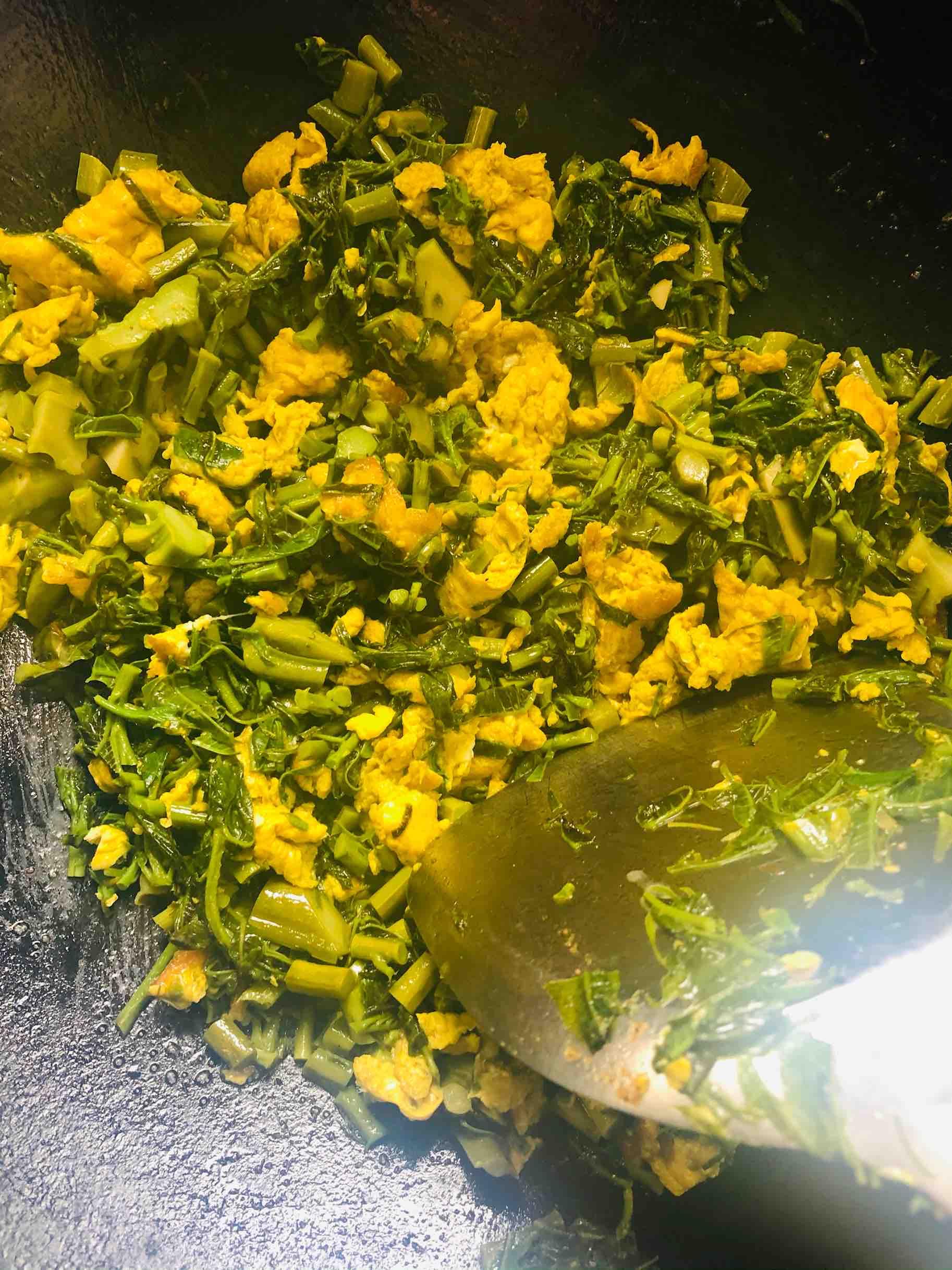 香椿炒鸡蛋,香椿炒鸡蛋的家常做法