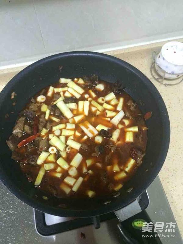 香笋烧牛肉怎么煸