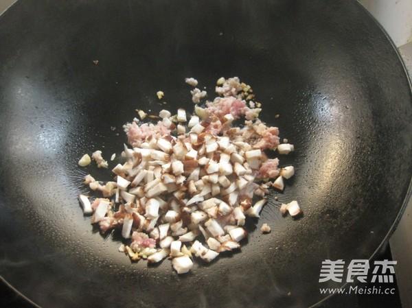 香菇肉酱面的简单做法