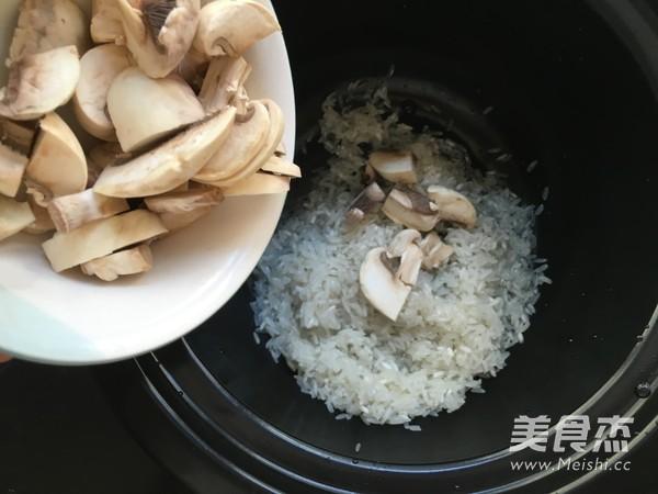 蘑菇牛肉拌饭怎么炒