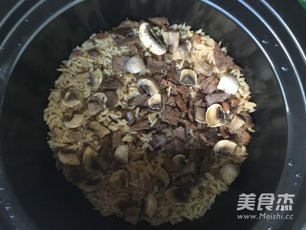 蘑菇牛肉拌饭怎样煮