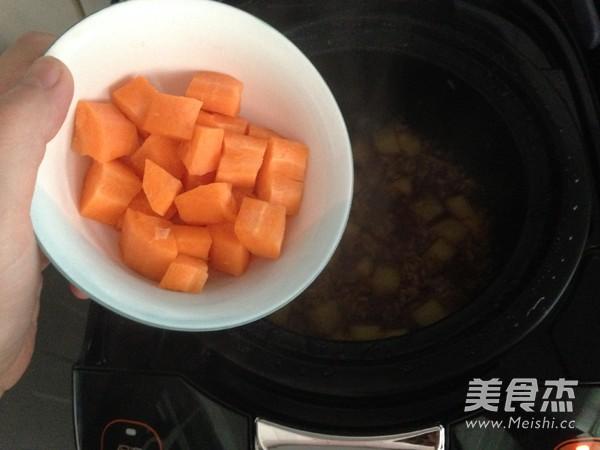 胡萝卜土豆酱油焖饭怎么煮