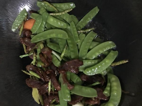 香肠胡萝卜豌豆荚砂锅饭怎么炒