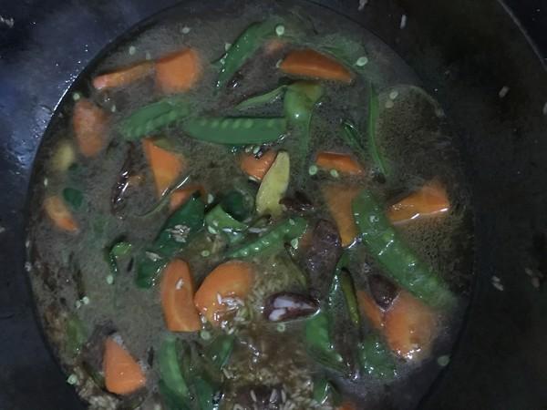 香肠胡萝卜豌豆荚砂锅饭怎么煸