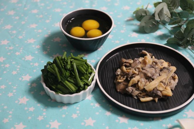 蘑菇韭菜炒鸡蛋的做法图解