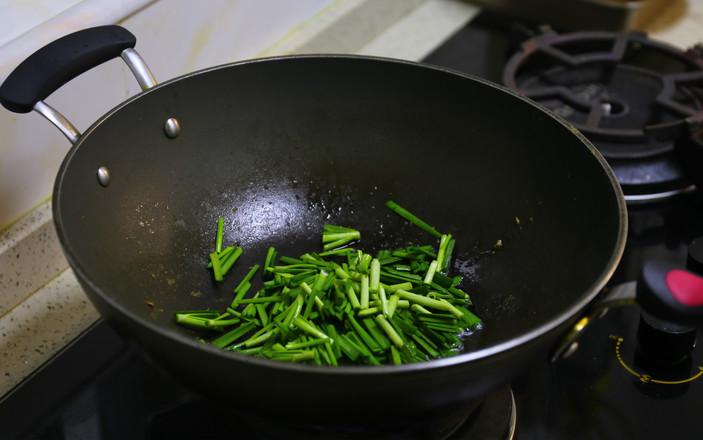 蘑菇韭菜炒鸡蛋的家常做法
