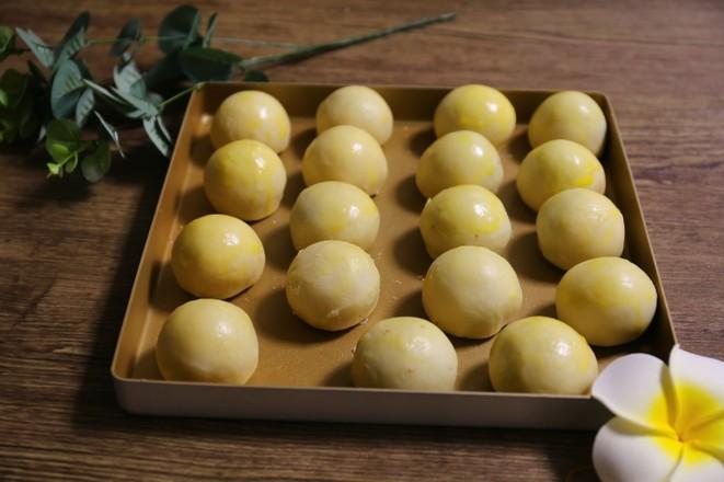 超详细的蛋黄酥制作方子的简单做法