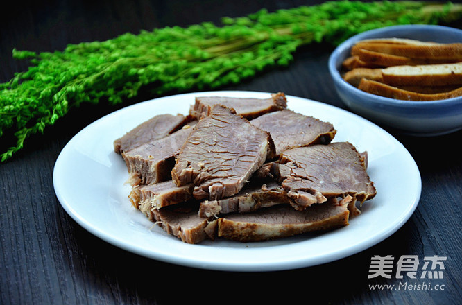 卤牛肉成品图