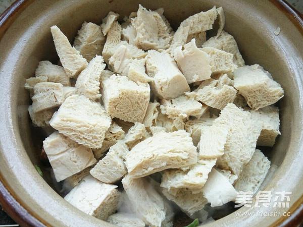 砂锅炖冻豆腐怎么做