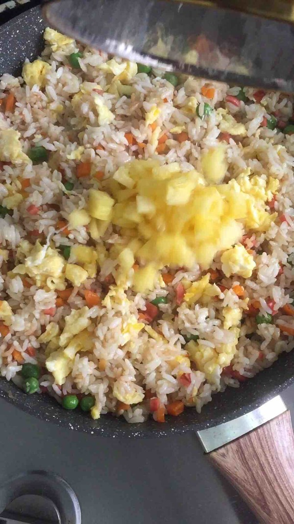 五彩菠萝炒饭怎么吃