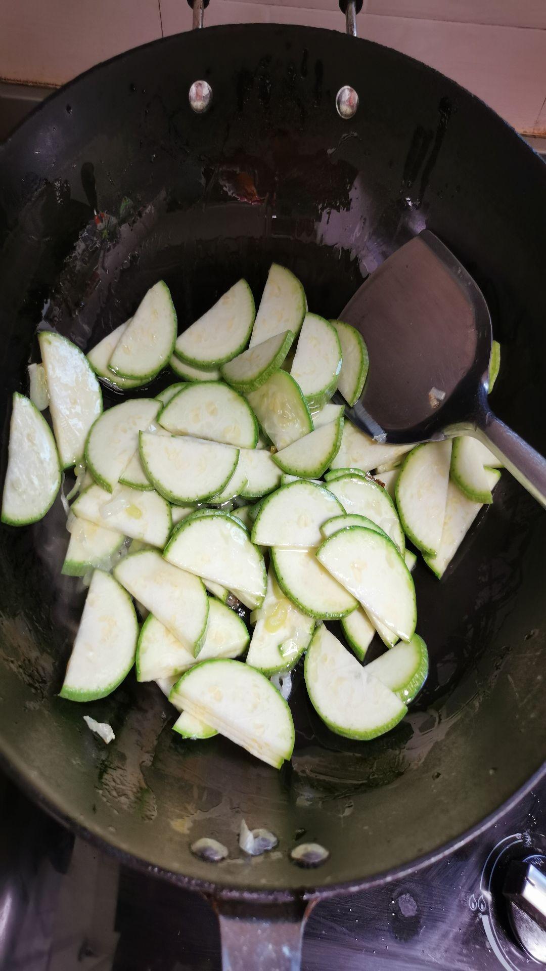 茭瓜炒蛤蜊肉的简单做法