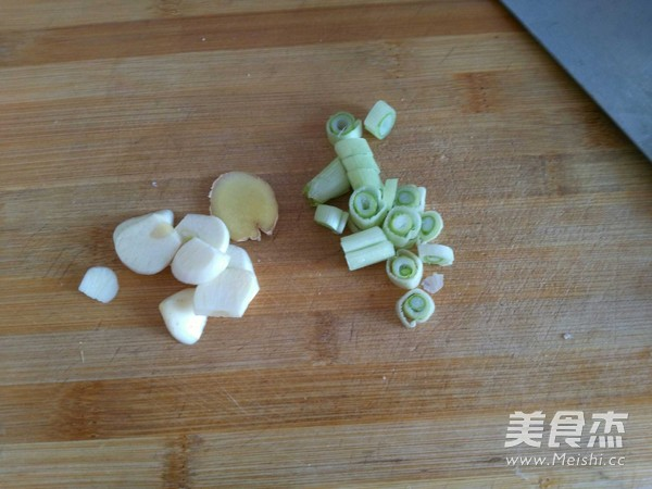 郫县酱炖豆腐肉的家常做法