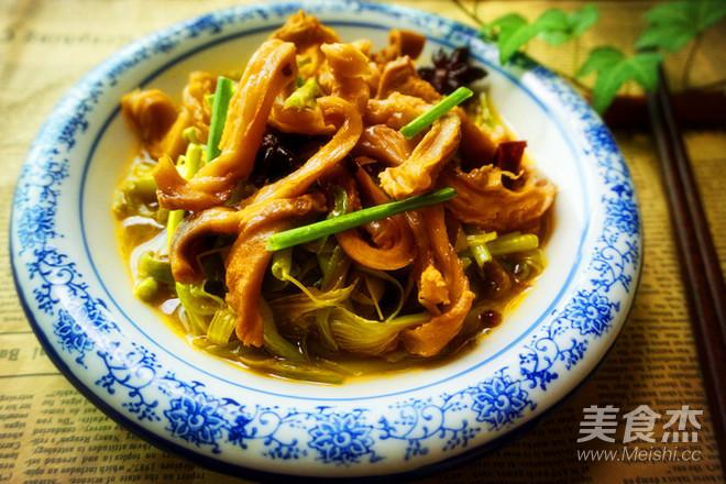 黄花菜焖猪肚怎么吃
