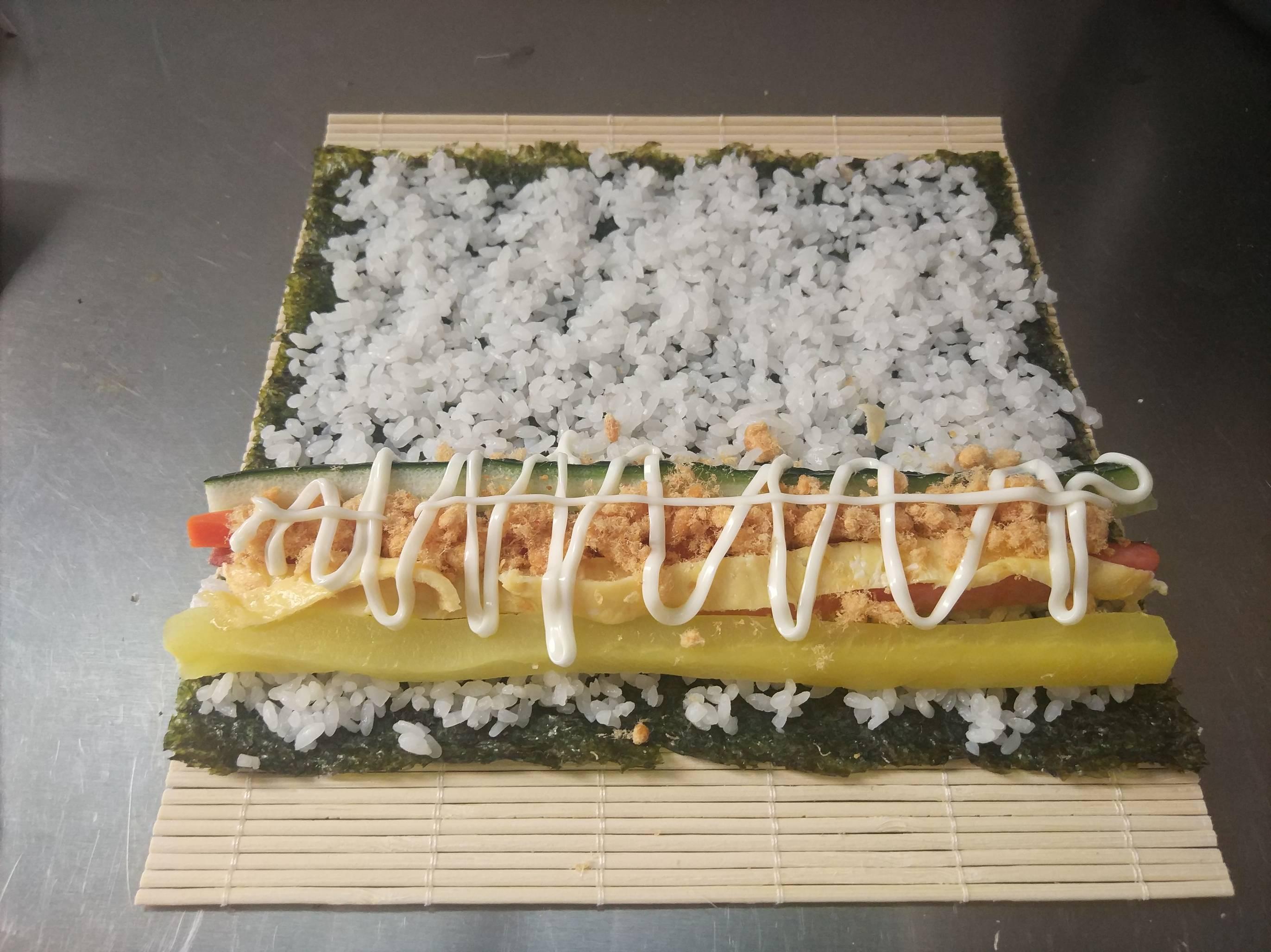 紫菜寿司卷怎么吃