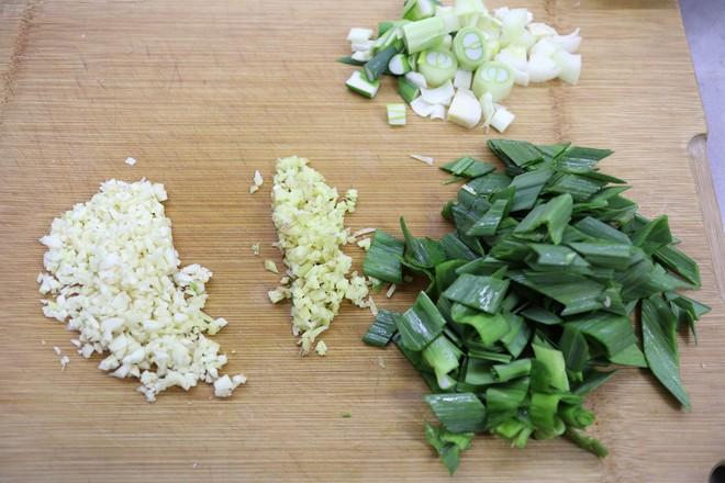 排骨扁豆土豆焖面的简单做法