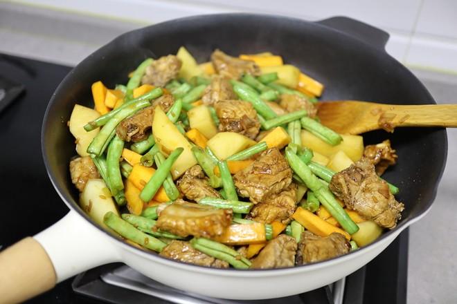 排骨扁豆土豆焖面怎么做