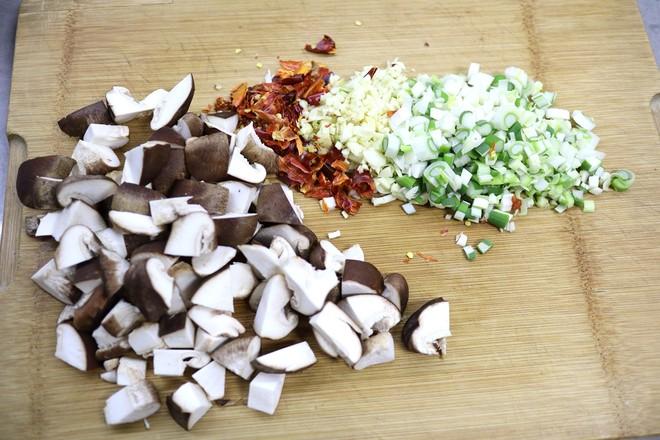 牛肉香菇香辣酱的简单做法