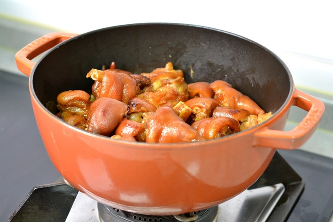 红烧猪蹄和香辣猪蹄怎么煸