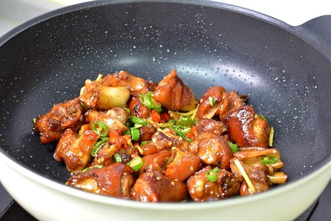 红烧猪蹄和香辣猪蹄的制作