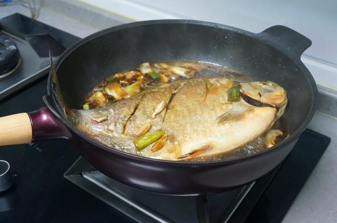 红烧鲳鱼怎么吃