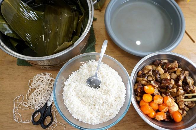 咸蛋黄鲜肉粽的做法大全