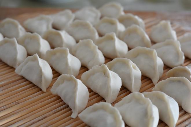 白菜香菇鸡蛋饺怎样做