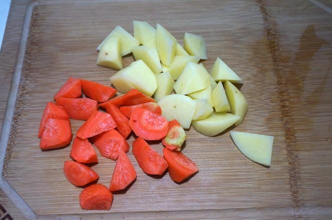 番茄牛腩炖土豆的简单做法
