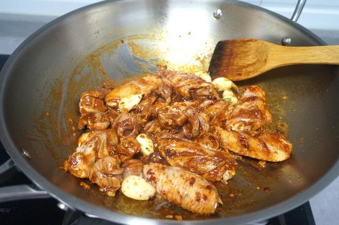 香辣鸡翅鸡胗一锅烩怎么炒