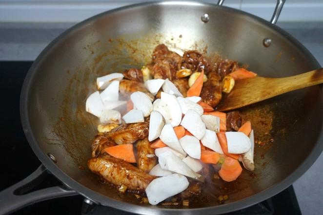 香辣鸡翅鸡胗一锅烩怎么煮