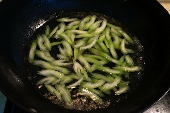 芹菜素炒香干怎么吃
