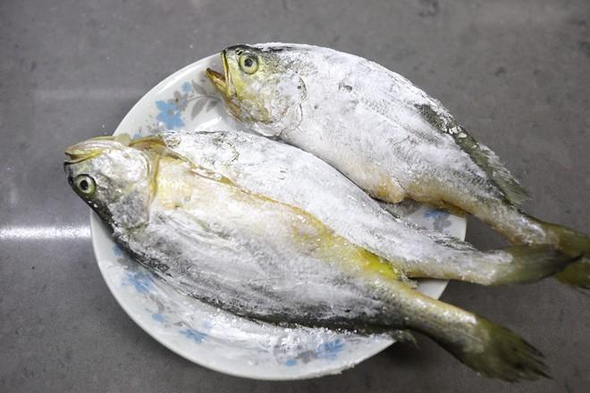 酸菜炖黄鱼的做法图解