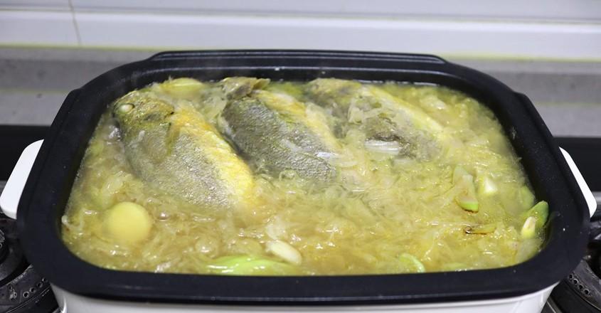 酸菜炖黄鱼怎么做