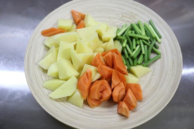 红烧鸡翅土豆的家常做法