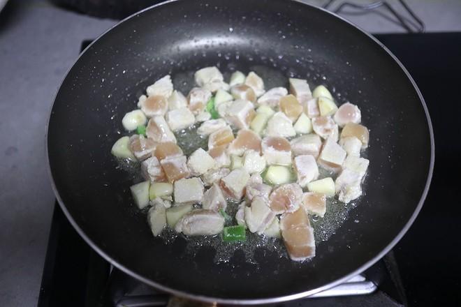咖喱鸡肉拌面的简单做法