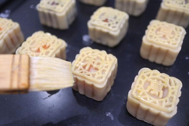 白莲蓉&红豆沙蛋黄月饼的做法大全
