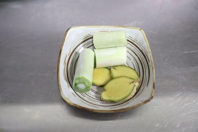 泥人柴原生态手工土砂锅  牛尾竹荪汤的家常做法