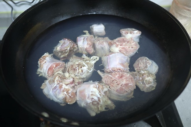 泥人柴原生态手工土砂锅  牛尾竹荪汤的简单做法