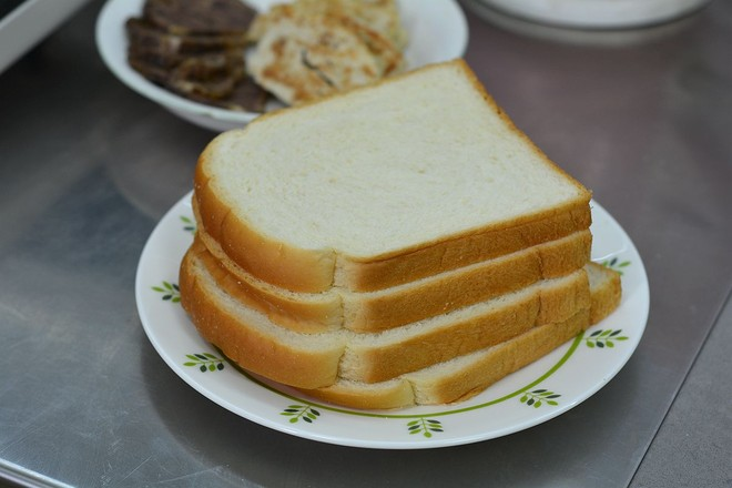 酱牛肉&午餐肉三明治的做法大全