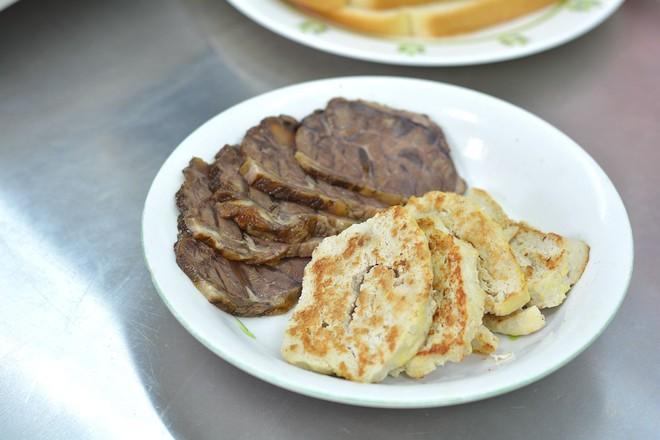酱牛肉&午餐肉三明治的做法图解