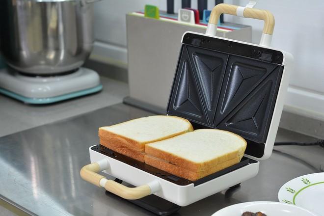 酱牛肉&午餐肉三明治的简单做法