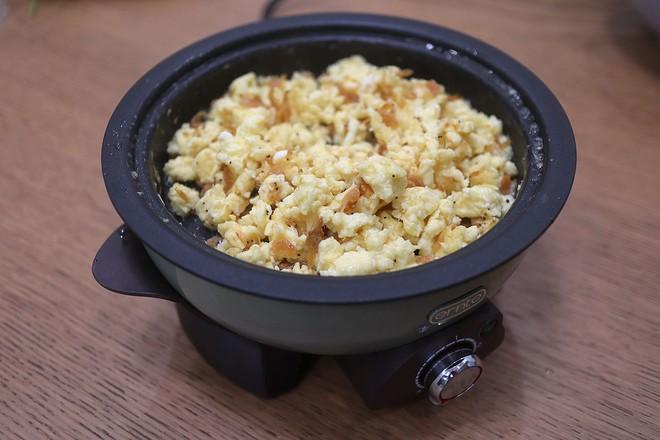 鸡蛋虾皮韭菜合子&肉丸青菜汤早餐怎么吃