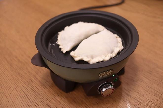 鸡蛋虾皮韭菜合子&肉丸青菜汤早餐怎样做