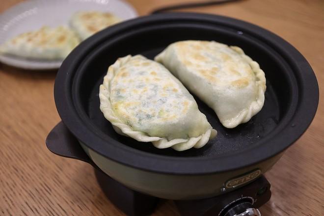 鸡蛋虾皮韭菜合子&肉丸青菜汤早餐怎样煮