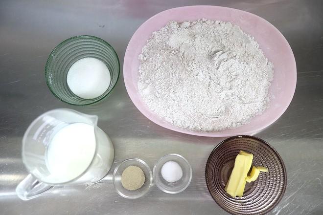 黑米花环奶酪早餐面包的做法大全