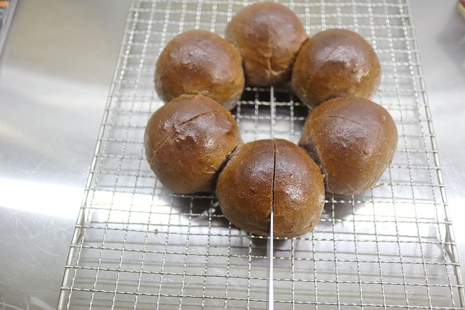 黑米花环奶酪早餐面包怎样做