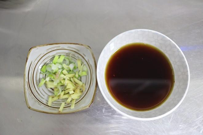 腊八蒜烧肥肠的家常做法
