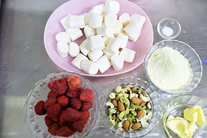 果仁草莓干牛轧糖的做法大全